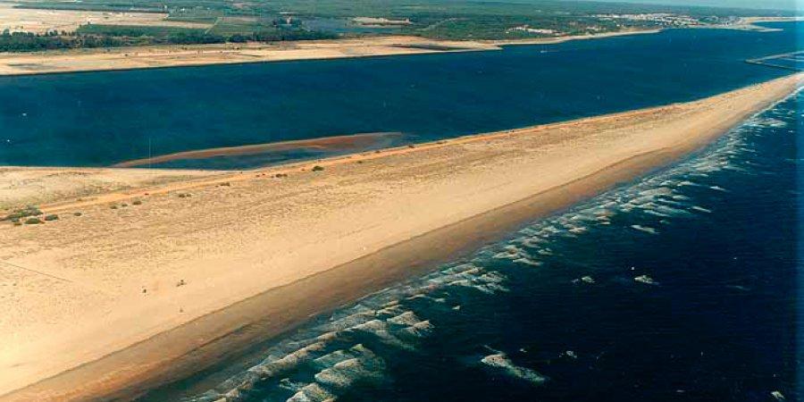 La playa del Espigón,Huelva, recoge para este verano  accesos para personas con movilidad reducida, Chiringuitos y una zona para mascotas