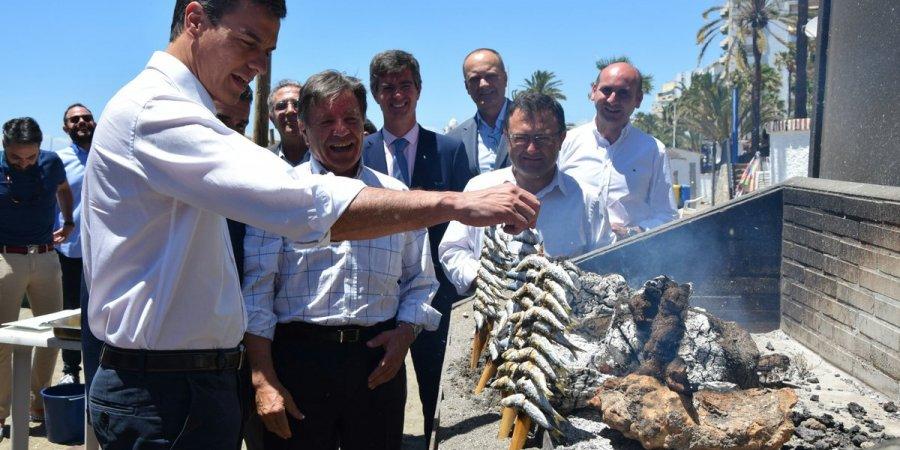 Pedro Sánchez visita nuestras playas en un encuentro con el sector